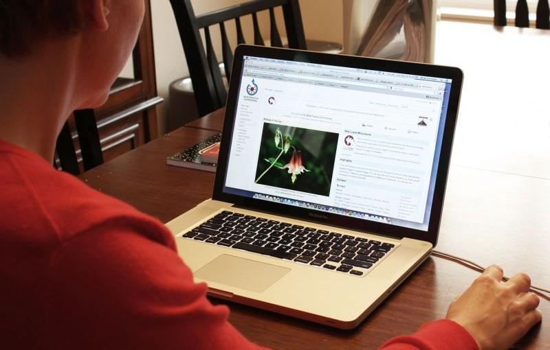 Czy warto kupować w aptece online?